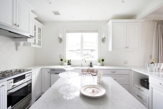 白い素敵なキッチン