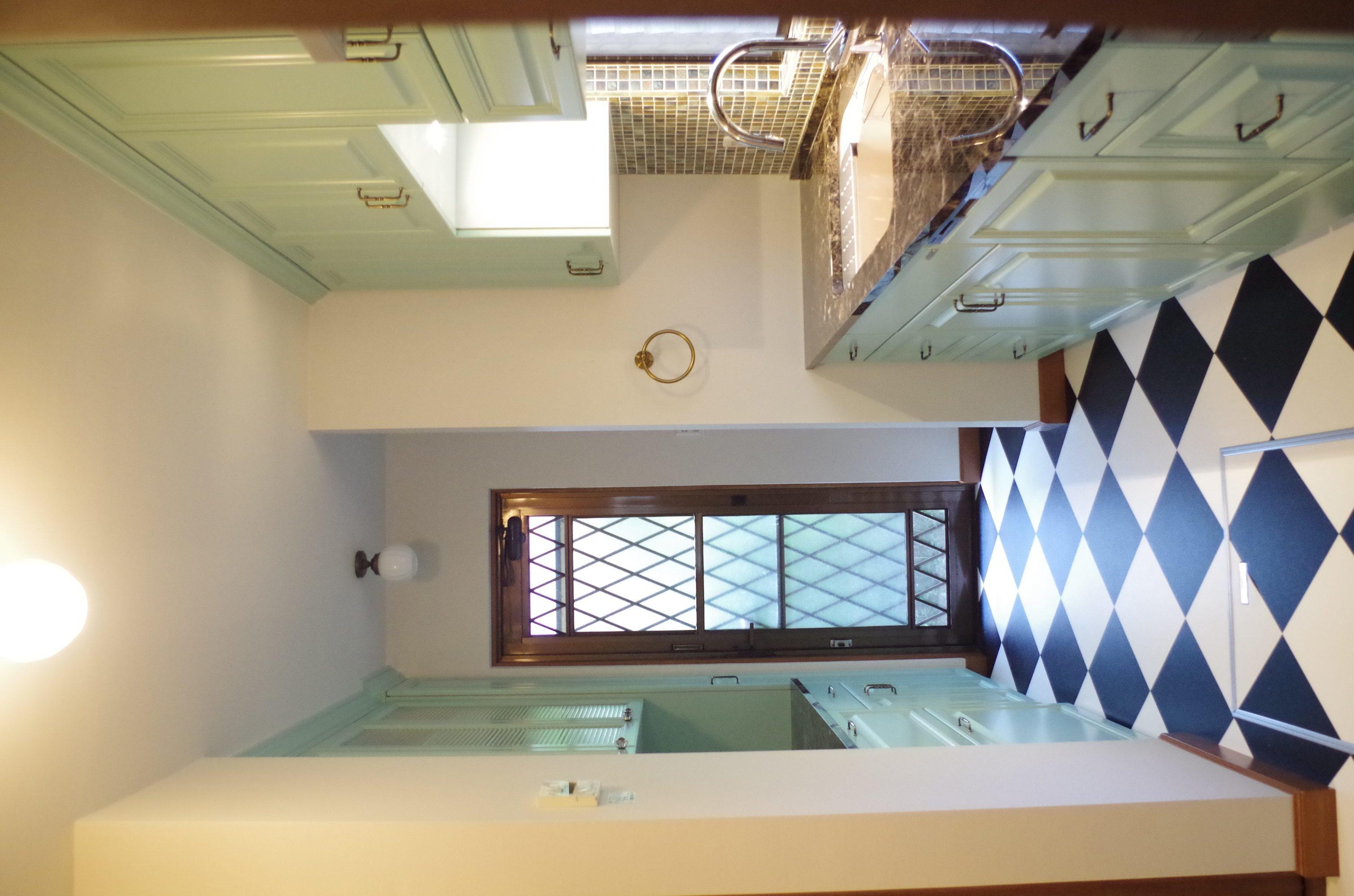キッチンリフォームで床も壁も張り替えて美しく