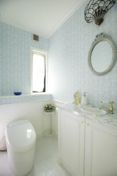 トイレもエレガントにリフォーム|オーダーキッチンの画像