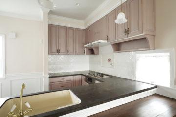 ピンクのキッチンをオーダーメイドでの画像