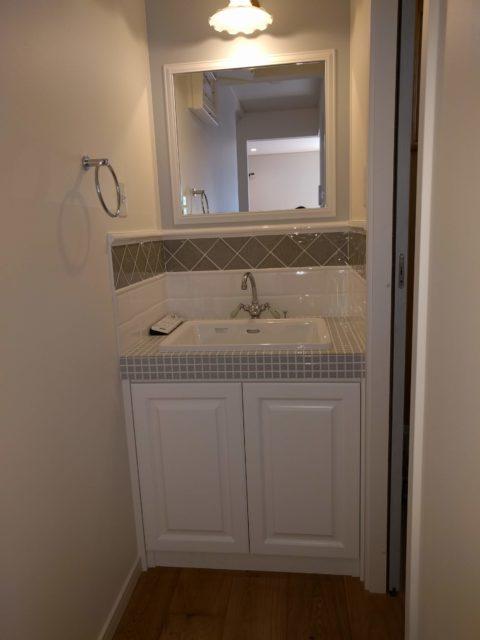 洗面化粧台の扉交換