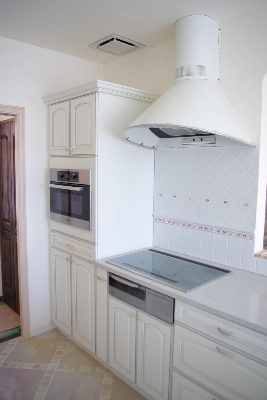 ビルトインオーブンの家電収納庫をオーダーで造作できるキッチンメーカー