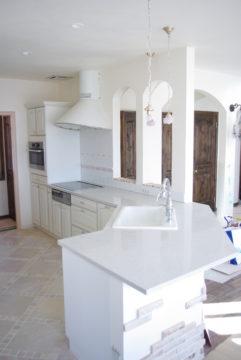 L型キッチンをオーダーで特注造作できるキッチンメーカーの画像