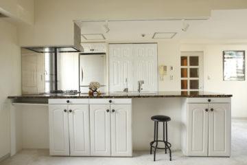 オーダーキッチンでペニンシュラキッチンをリフォームの画像