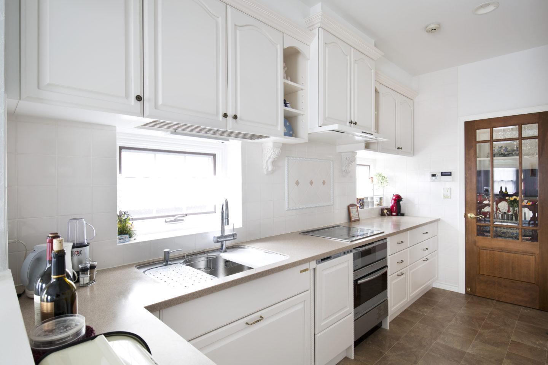 白いL型キッチン
