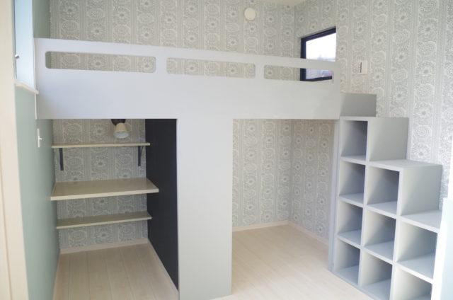 階段収納とベットの造作