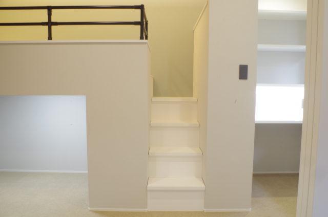 階段収納を造作する