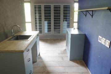 別荘のキッチンなら実績のあるオーダーキッチンの画像