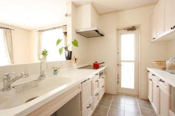 ホワイトにこだわったカウンターキッチン | オーダーキッチン ワイズキッチンファクトリーの画像