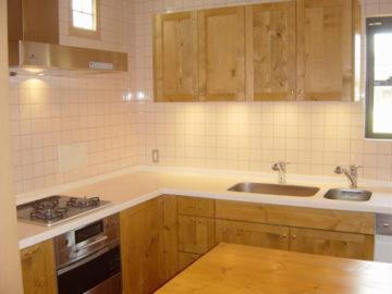 機能性と収納に優れたL字型キッチン | オーダーキッチン ワイズキッチンファクトリーの画像
