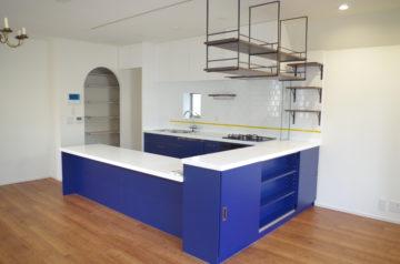 ホワイトとブルーの爽やかなオーダーキッチン。。。 | ワイズキッチンファクトリーの画像